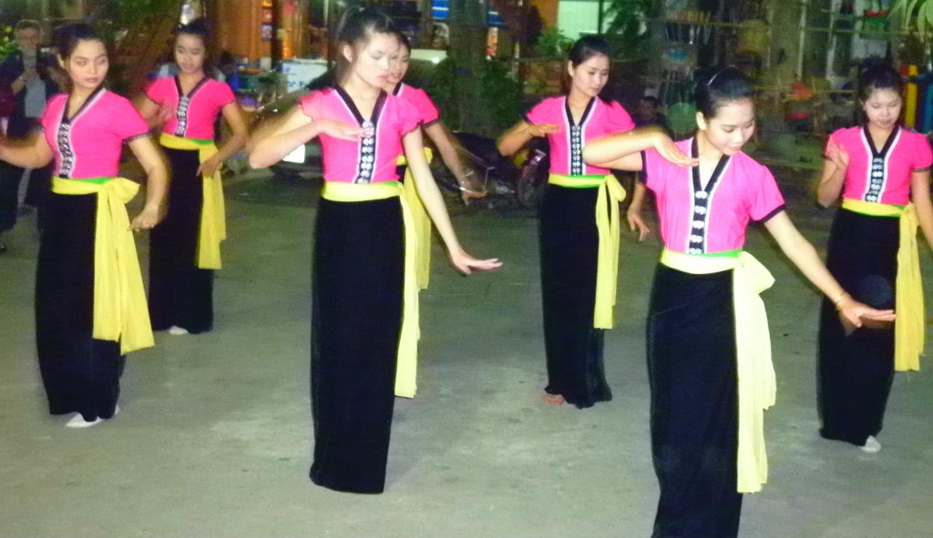 Ethnic Thai girls perform a traditional dance for tourists in Mai Chau.